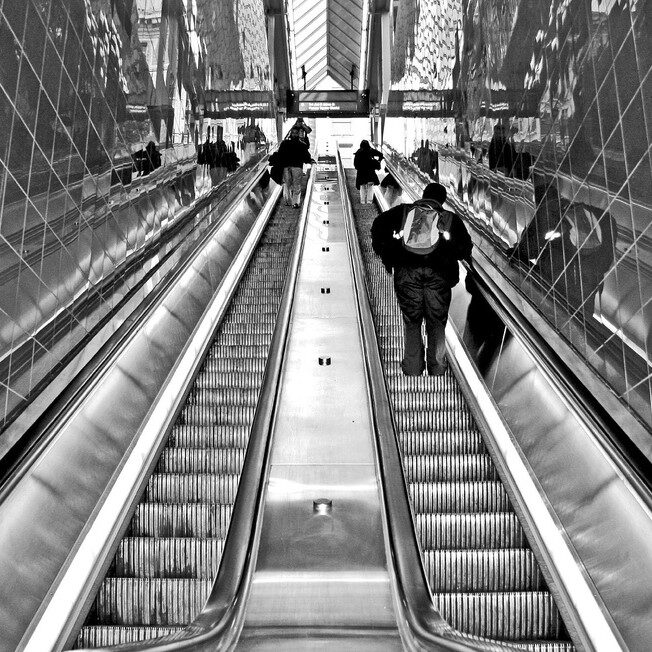 escalator_b&w